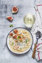 Spaghetti al gorgonzola, spaghetti with gorgonzola sauce, figs and white wine - SBDF03366