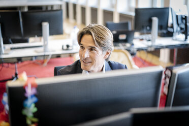 Businessman working with computer in office - JOSF01876