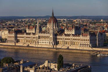 Hungary, Budapest, Hungarian Parliament Building at sunset at Danube River - ABOF00314