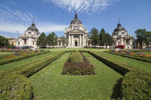 Hungary, Budapest, Szechenyi Thermal Bath Neo-Baroque palace and garden - ABO00323