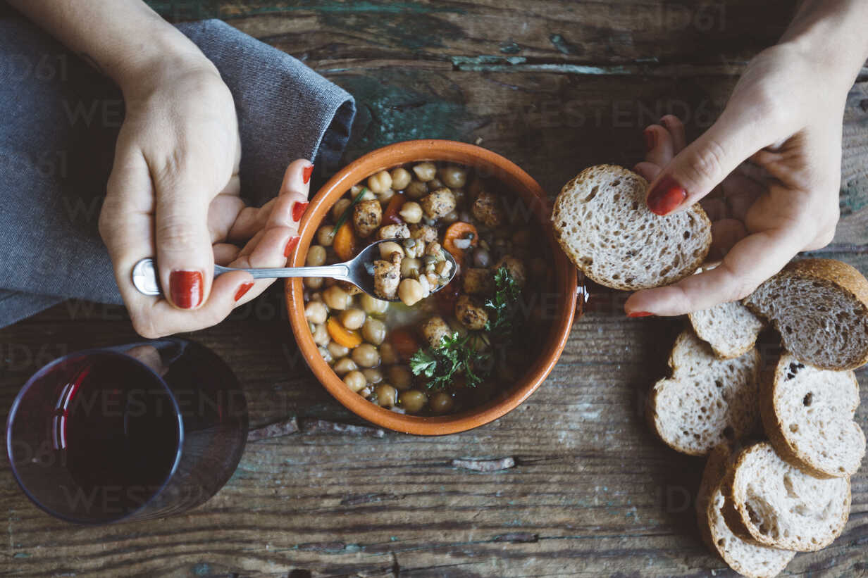 Woman eating Mediterranean soup with bread, close-up - GIOF03299 - Giorgio Fochesato/Westend61
