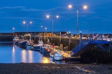 UK, Scotland, Highland, Sutherland, Helmsdale harbor at night - STSF01402