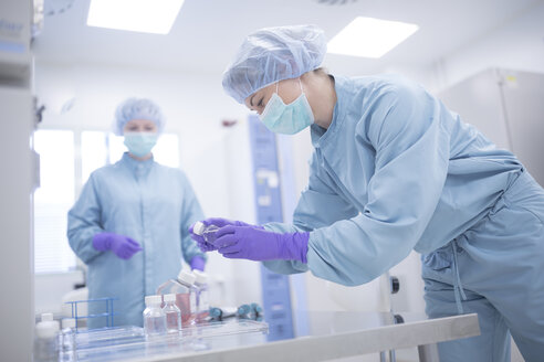 Scientists working in laboratory for drug production - WESTF23650