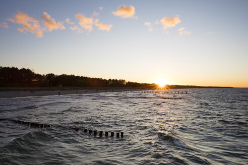 Germany, Zingst, view to coast at sunset - WIF03458