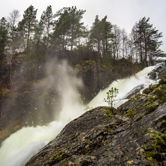 Norway, Hordalanda, waterfall - BIGF00063