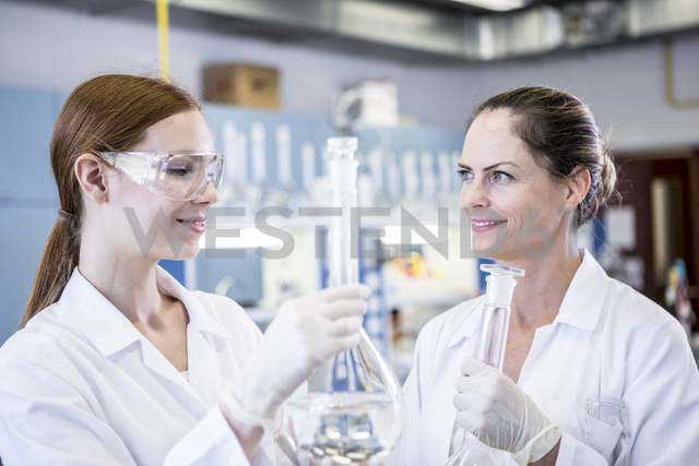 Two smiling scientists working together in lab - WESTF23716