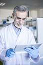 Scientist in lab using tablet - WESTF23740