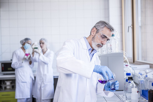 Scientist working with liquid in lab - WESTF23743