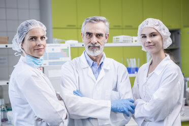 Portrait of three confident scientists in lab - WESTF23749