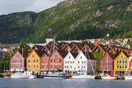 Norway, Hanseviertel Bryggen, harbour with colorful houses - CSTF01491