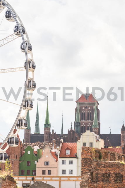 Poland, Pomerania, Gdansk, Old town, City wall, St. Mary's Church and big wheel - CSTF01518