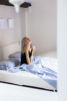 Pensive young woman in bed - GIOF03479