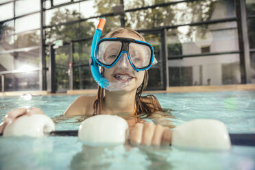 Girl with diving goggles and snorkel in indoor swimming pool - MFF04202