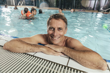 Portrait of smiling man in indoor swimming pool - MFF04208
