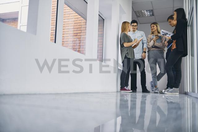 Group of students talking in hallway - ZEDF01032