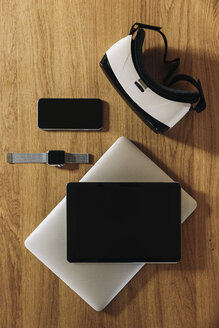Smartphone, smartwatch, tablet, laptop and Virtual Reality Glasses on wooden table top - MFF04221