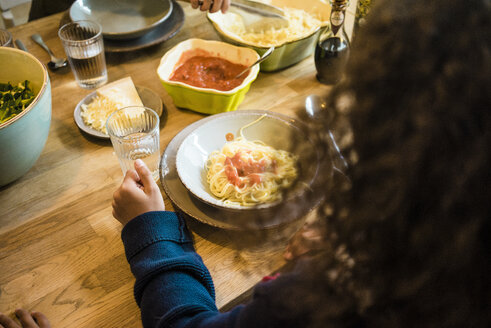 Girl eating spaghetti with tomato sauce - MOEF00307