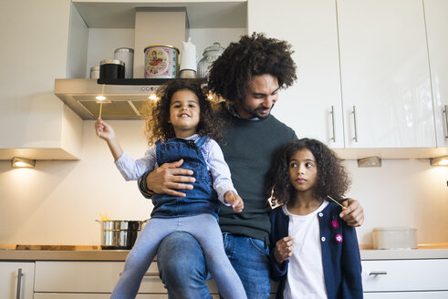 Father standing in kitchen with his two daughters - MOEF00322