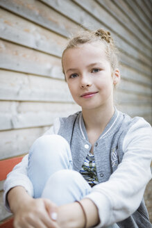 Portrait of smiling blond girl - OJF00217