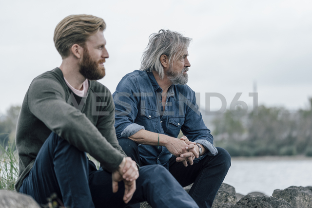 Father and son spending time together outdoors, taking a break, sitting on stones - KNSF02957 - Kniel Synnatzschke/Westend61