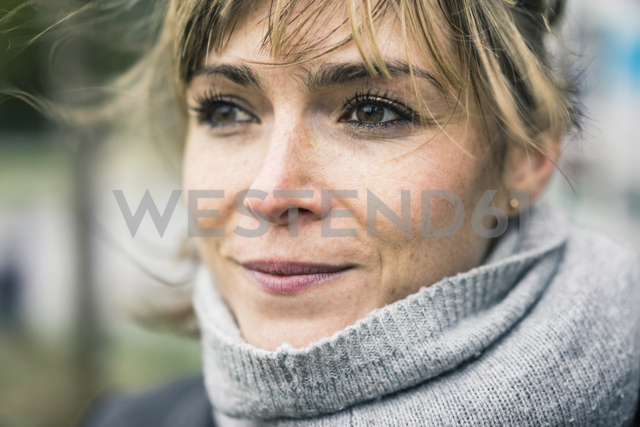 Portrait of smiling woman with scarf outdoors - JOSF02008 - Joseffson/Westend61