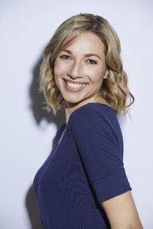 Portrait of blond woman, smiling - PNEF00356
