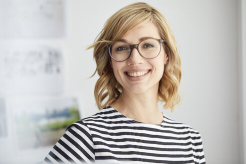 Portrait of smiling blond woman, glasses - PNEF00371