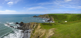 Great Britain, England, Devon, Hartland, Hartland Quay, Lundy Island, Blackpool Mill Cottage, rocky coast - SIEF07620