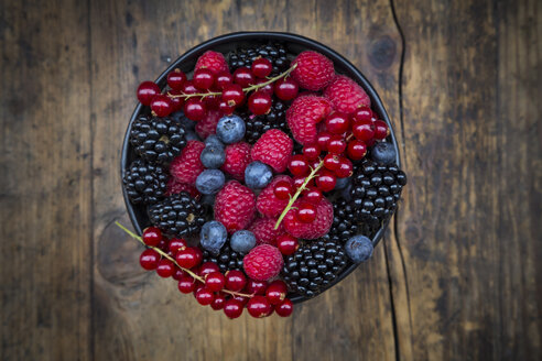 Wild berries in bowl - LVF06441