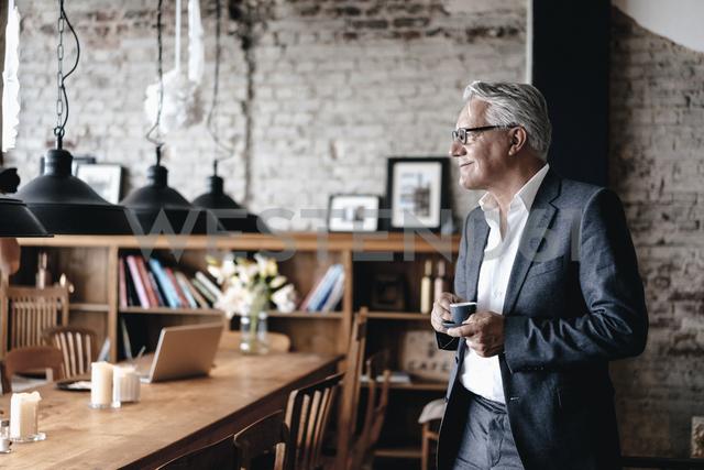 Senior businessman drinking coffee, smiling - GUSF00229