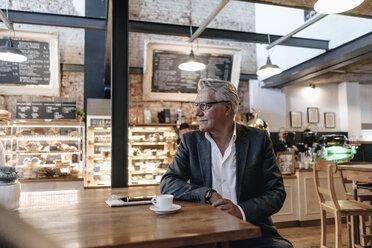 Businessman taking a break in a cafe - GUSF00250