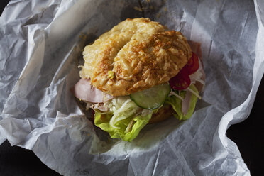 Cheese roll with ham, lettuce, tomatoes, cucumber and slaw - CSF28588