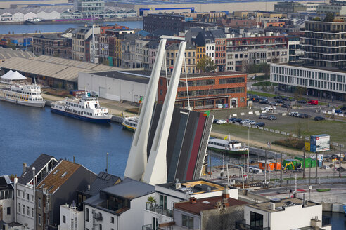 Belgium, Flanders, Antwerp, lift bridge at harbour - KLR00560