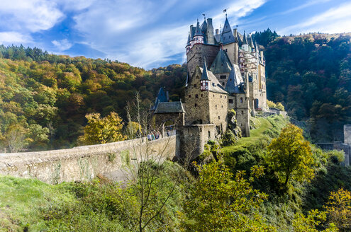 Germany, Wierschem, View to Eltz Castle in autumn - MH00427