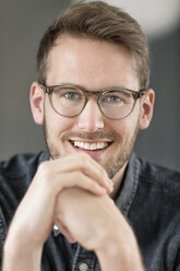 Portrait of smiling young man with glasses - PESF00789