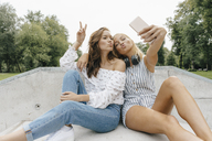 Two happy young women taking a selfie in a skatepark - KNSF03072