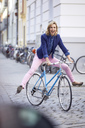 Blond woman riding a bike in the city - PNEF00372