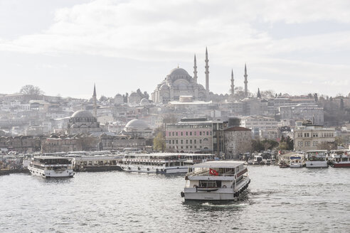 Turkey, Istanbul, Cityview with Suleymaniye Mosque, ships at Golden Horn - CHPF00456