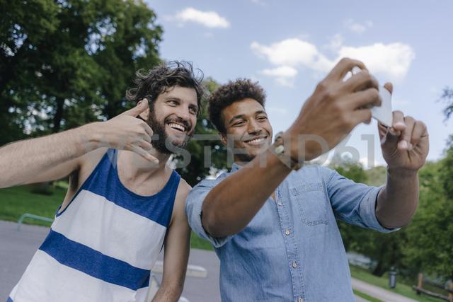Two happy friends taking a selfie in a skatepark - KNSF03213