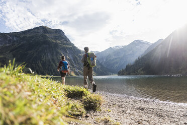 Austria, Tyrol, young couple hiking at mountain lake - UUF12473