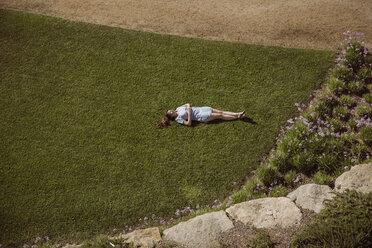 Woman lying on lawn in garden - MFF04266