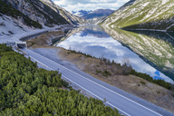 Italy, Lombardy, Lago di Livigno and road - STSF01451