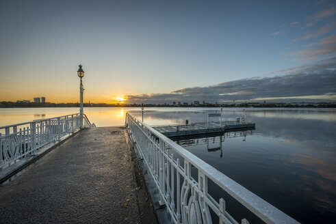 Germany, Hamburg, Outer Alster Lake, mooring area Rabenstrasse at sunrise - KEBF00687
