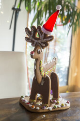 Homemade gingerbread reindeer with Christmas cap - SARF03449