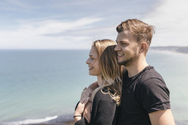 Young couple looking at view - GUSF00292