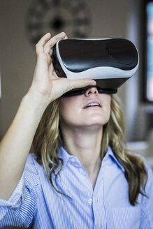 Woman wearing VR glasses - GIOF03614