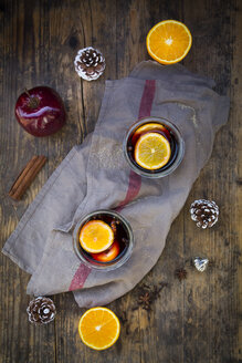 Two glasses of mulled wine with orange slices at Christmas time - LVF06546