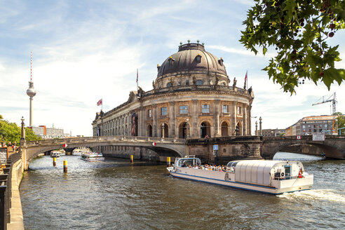 Germany, Berlin, Berlin-Mitte, view to Berlin TV Tower and Bode Museum with tourboat on Spree in the foreground - PUF00996