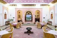 India, Rajasthan, Alwar, Heritage Hotel Ram Bihari Palace, courtyard - NDF00720