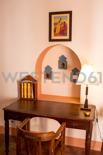 India, Rajasthan, Alwar, Heritage Hotel Ram Bihari Palace, old wooden furniture - NDF00723